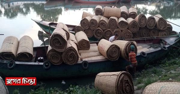 কোরবানিকে কেন্দ্র করে কদর বেড়েছে হোগলাপাটির