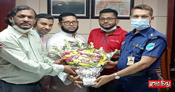 মুক্তিযুদ্ধ প্রজন্মলীগ জেলা কমিটির এসপি'র সাথে শুভেচ্ছা বিনিময়
