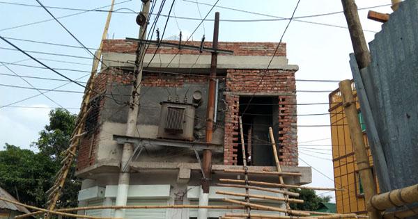 সেই পশ্চিম তল্লাতে ট্রান্সফর্মারের গা ঘেঁষে মার্কেট নির্মাণ